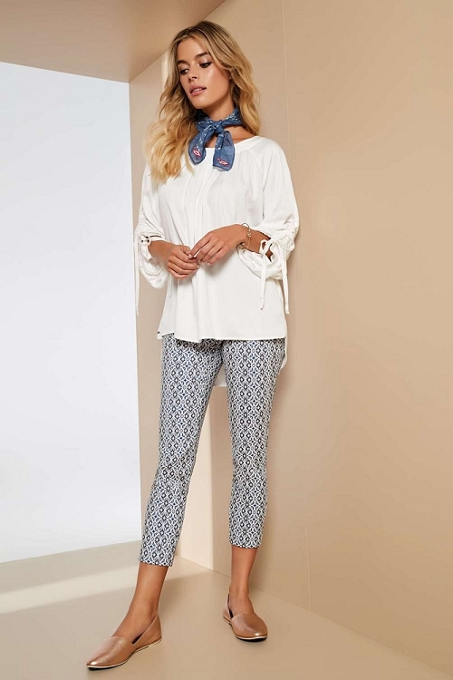 Lisette L. Thinny Crop Pant Style 47502 Palace Jacquard Print Color White-Marine Blue